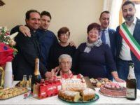 Satriano di Lucania festeggia i 100 anni di nonna Antonietta Palermo.È la seconda centenaria in due mesi