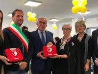 Scuola cardioprotetta a Marsicovetere. La Fondazione Monte Pruno dona due defibrillatori