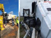 Camion perde il controllo e si ribalta in A2 a Salerno. Autista salta dalla cabina e si salva
