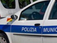 Lido balneare abusivo a Salerno. Scattano sequestro e sanzioni della Polizia Municipale