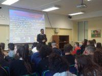 Carabinieri. Il Capitano della Compagnia di Potenza tra gli studenti di Pignola a lezione di legalità