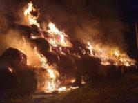 Incendio in un fienile a Polla. Distrutte centinaia di rotoballe