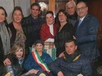 San Nicola di Centola festeggia i 100 anni di Zi' Francesca Esposito che diventa Sindaco per un giorno