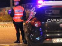 In auto con droga, coltelli vietati, in stato di ebbrezza e senza patente. 5 denunciati nel Potentino