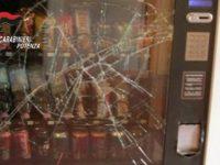 Rubano prodotti dai distributori automatici di via Cirillo a Potenza. Denunciati due giovani