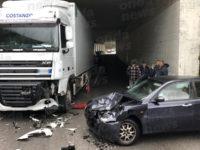 """Scontro tra un camion e un'auto a Camerota nei pressi della """"Mingardina"""". Ferita una donna"""