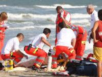 Tragedia nel mare di Policastro. Accusa un malore mentre fa un bagno, perde la vita un turista napoletano