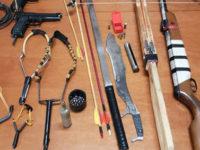 Machete, spada katana e balestre nascoste in casa a Montecorvino Rovella. Denunciato pregiudicato