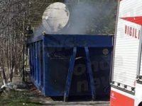 Rifiuti in fiamme nell'area di servizio di Sala Consilina Ovest. Intervengono i Vigili del Fuoco