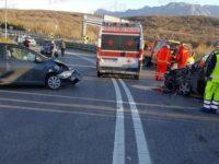 Scontro tra due auto nei pressi dello svincolo dell'A2 a Contursi. Una persona ferita