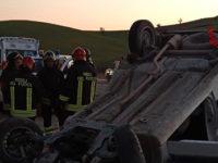 Grave incidente stradale nel Potentino. Auto si ribalta, Vigili del Fuoco liberano ferito dalle lamiere