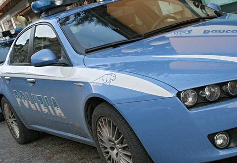 Salerno: ruba in un negozio, viene fermato e prova a corrompere la Polizia con la refurtiva. Arrestato