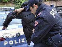 Nasconde nella tasca del giubbotto 14 involucri di hashish. Arrestato pusher salernitano