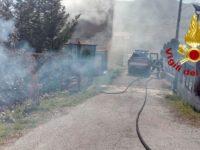 Incendio in un casolare a Pantano di Pignola. I Vigili del Fuoco evitano il peggio