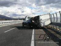 Incidente in A2 tra Sala Consilina e Padula. Furgone contro guardrail, ferito 30enne siciliano