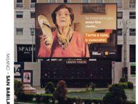 """""""Torna a casa…'o zuoccolo!"""".Nonna Rosetta invade cartelloni pubblicitari a Milano per invitare a non uscire"""