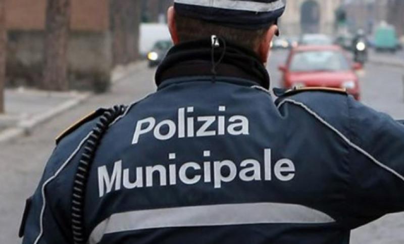 Sorpreso dalla Polizia Municipale in un'abitazione di Santa Marina senza valide ragioni. Denunciato - Ondanews.it