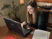 Lauree ai tempi del Covid-19. Simona Biscotti di Sant'Arsenio discute la tesi in Economia aziendale via Skype