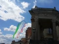 Le Frecce Tricolore colorano il cielo di Potenza per celebrare la Repubblica Italiana