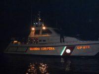 Barca in avaria al largo del Golfo di Policastro in piena notte. La Capitaneria di Porto salva due pescatori