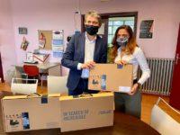 Il Presidente del Parco Nazionale Pellegrino consegna 3 pc ad una scuola di Scampia presa di mira dai ladri