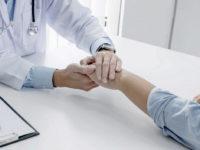 """Costringe una paziente a subire atti sessuali durante una visita. Sospeso medico del """"Ruggi"""" di Salerno"""