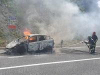 Paura lungo l'A2 del Mediterraneo. Auto in fiamme nei pressi di Lagonegro