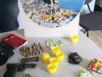 Spaccio in un appartamento a Salerno, trovati cocaina, crack e una pistola clandestina. Un arresto