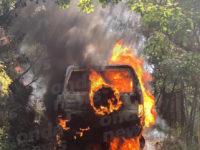 Paura ad Ispani. Auto prende fuoco, i Vigili del Fuoco evitano il peggio
