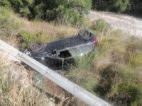 Perde il controllo dell'auto e finisce in un dirupo a Pisciotta. Salvata da Carabinieri e Vigili del Fuoco
