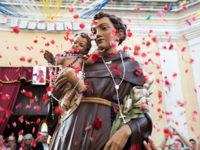 Processioni religiose ai tempi del Covid. Mascherina obbligatoria, divieto di baciare statue e distanziamento