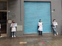 """""""Esame di stato inutile sbarramento per il futuro"""". A Salerno la protesta dei neolaureati in Farmacia"""