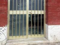 Vandali in azione a Polla. Presa di mira l'ex stazione ferroviaria, attuale sede della Pro Loco