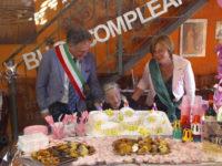 Comunità in festa a Sala Consilina. Nonna Carmela Malinconico spegne 100 candeline