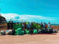 I volontari ambientali in azione sulla spiaggia di Eboli. Raccolti circa 500 kg di rifiuti