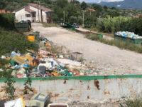 San Rufo: straborda il deposito di rifiuti di Borgo San Michele. Protesta degli abitanti della zona