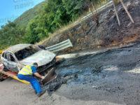 Paura sulla Fondo Val d'Agri ad Atena Lucana. Auto in fiamme, salva la famiglia a bordo