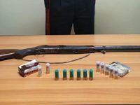 Nasconde un fucile rubato e diverse cartucce in un fondo agricolo di Montecorvino Rovella. Arrestato 75enne