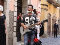 Edoardo Bennato a Campagna per girare il suo ultimo videoclip