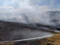 Vasto incendio alle porte di Tito. Evacuate alcune abitazioni, distrutto un fienile