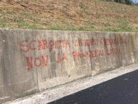 """""""Scarpitta non la passerai liscia"""". Ancora scritte ingiuriose sui muri contro il sindaco di Camerota"""