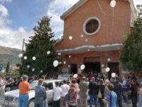 Palloncini bianchi volano in cielo, Polla dice addio ad Antonio Zienna