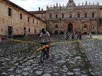1500 km in bicicletta per la lotta contro il cancro.Marco Vegliante arriva a Padula dopo il suo lungo viaggio