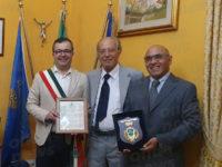 Il Comune di Montesano consegna la pergamena della cittadinanza onoraria al dottore Matteo Claudio Zarrella