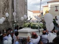 Buonabitacolo dà il suo addio a Mario Monaco. Silenzio e colombe bianche per l'ultimo doloroso saluto