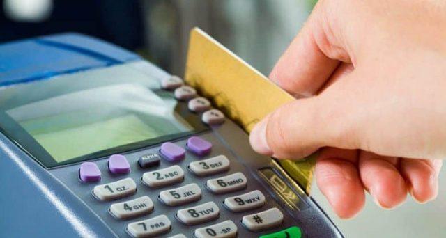 Arriva il bonus per chi acquista con bancomat e carte di credito