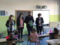 Inizio della scuola a Capaccio Paestum.Il Sindaco dona una copia della Costituzione Italiana ad ogni studente