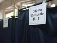 Scattano una foto alla scheda nella cabina elettorale. Due uomini denunciati ad Eboli e a Salerno