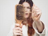 """""""In salute: consigli utili"""". Caduta dei capelli, come agire e con quali metodi"""
