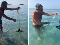 Pesce intrappolato in un sacchetto di plastica nel mare di Ascea. Il Ministro dell'Ambiente Costa lo salva